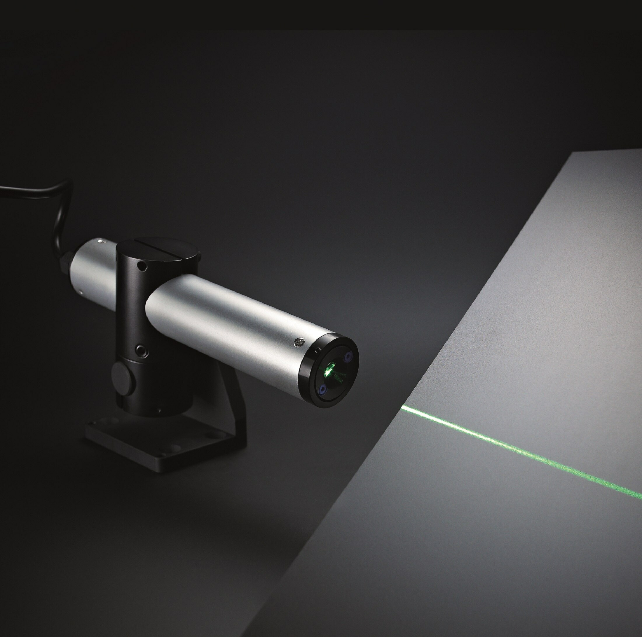 https://media.picotronic.de/products/ds_picture/lightbox/GS_linienlaser_composing_strahl_platter_grau_2200x2200.jpg